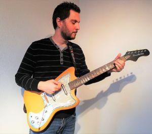 the italian coach guitar